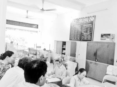 Khách hàng giao dịch tại một quỹ tín dụng nhân dân trên địa bàn tỉnh Thanh Hóa