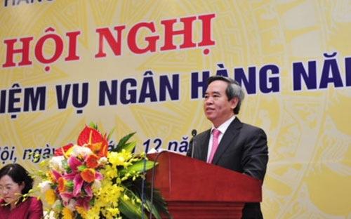 """""""Ở một chừng mực nào đó, khẳng định rằng việc điều hành chính sách tiền tệ năm 2016 khó khăn hơn nhiều so với năm 2015 và 2014"""", Thống đốc Nguyễn Văn Bình dự tính."""