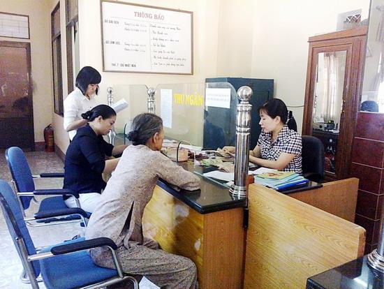Khách hàng giao dịch tại QTD TT Diêu Trì