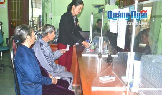 Giao dịch tại Quỹ tín dụng nhân dân Hành Thịnh.