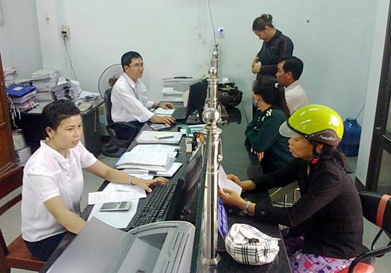 Khách hàng giao dịch tài Quỹ TDND Phước Sơn
