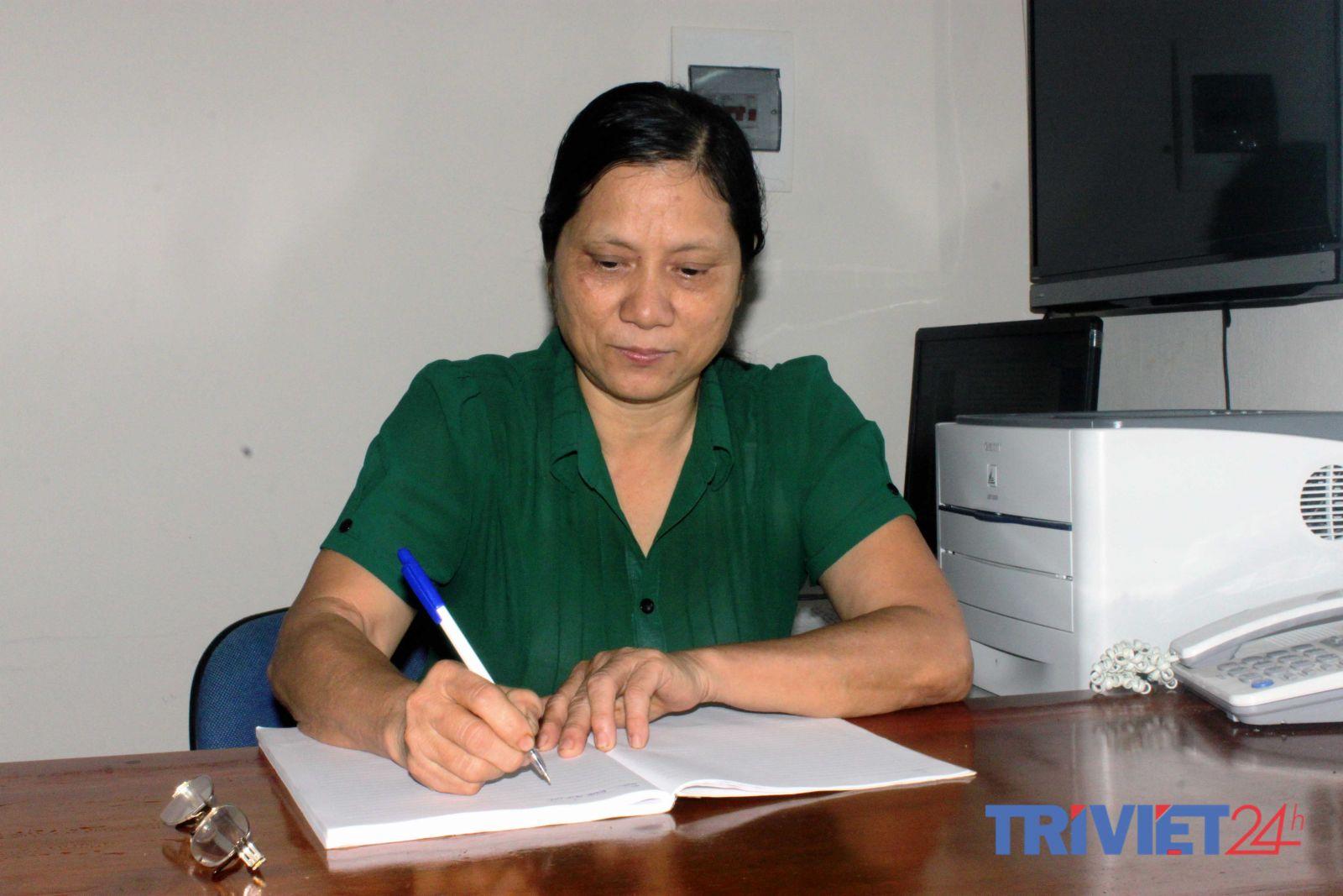 Bà Nguyễn Thị Liệu – Chủ tịch HĐQT Quỹ TDND Sơn Long tại phòng làm việc