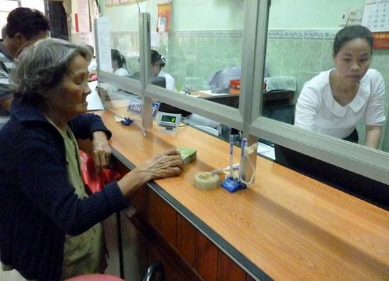 Giải ngân cho vay tại QTD Bồng Sơn.