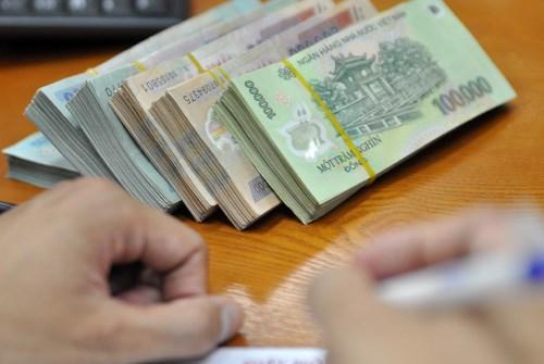 Nhiều ngân hàng tặng thêm lãi suất cho khách gửi tiền