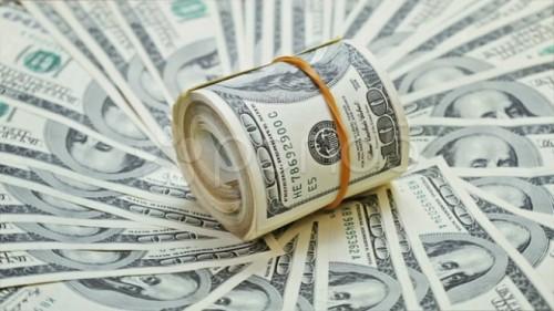 Nhiều ngân hàng niêm yết giá bán đô