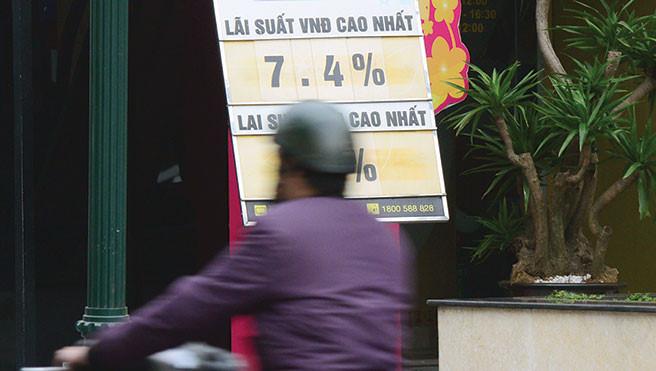 Lãi suất tiết kiệm VND có thể nhích nhẹ thời gian tới nhưng khó tăng đột biến