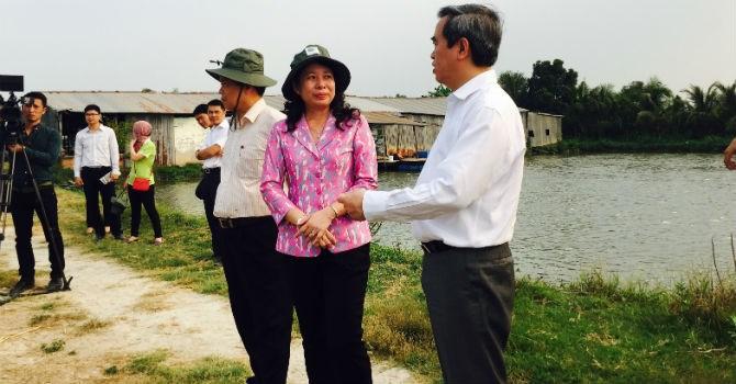 Thống đốc Nguyễn Văn Bình đến thăm và khảo sát tại hộ gia đình nuôi cá theo chuỗi liên kết cá tra.