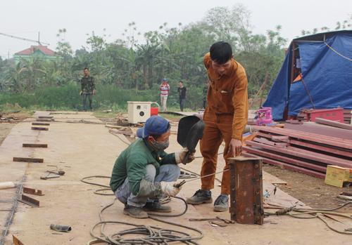 Nhờ được vay vốn mở xưởng cơ khí đóng tàu, gia đình anh Nguyễn Văn Tuyến ở khu 1 phường Dữu Lâu nâng cao thu nhập và giải quyết việc làm cho hơn 20 lao động.
