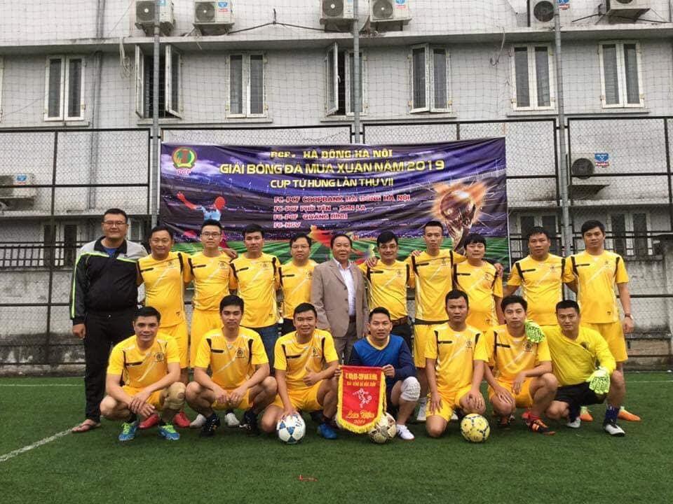 Tập thể lãnh đạo và các cầu thủ PCF Quảng Bình