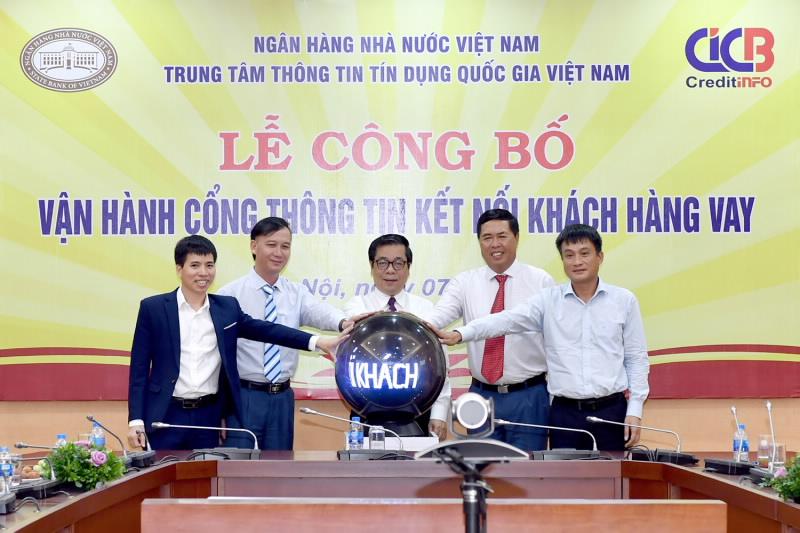 Phó Thống đốc Nguyễn Kim Anh cùng Ban lãnh đạo CIC bấm nút vận hành chính thức Cổng thông tin kết nối khách hàng vay.