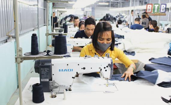 Công ty TNHH May xuất khẩu Quân Thu (thôn Độc Lập, xã Thái Thọ) phát triển từ nguồn vốn tín dụng của Quỹ Tín dụng nhân dân Thái Thọ.